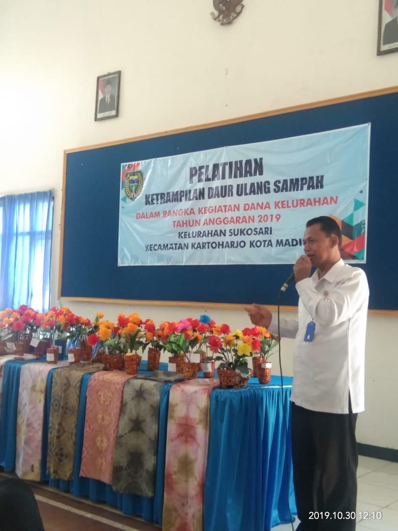 Pelatihan Mendaur Ulang Sampah Dalam Rangka Dana Kelurahan TA 2019